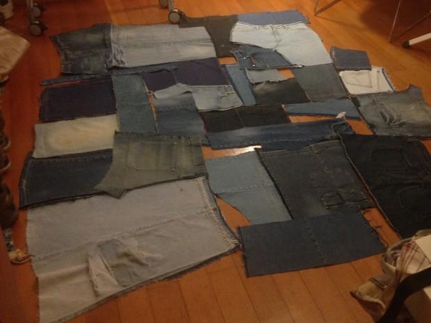 """Kombinieren der Jeansteile, das sogenannte """"Jeanspuzzle"""""""